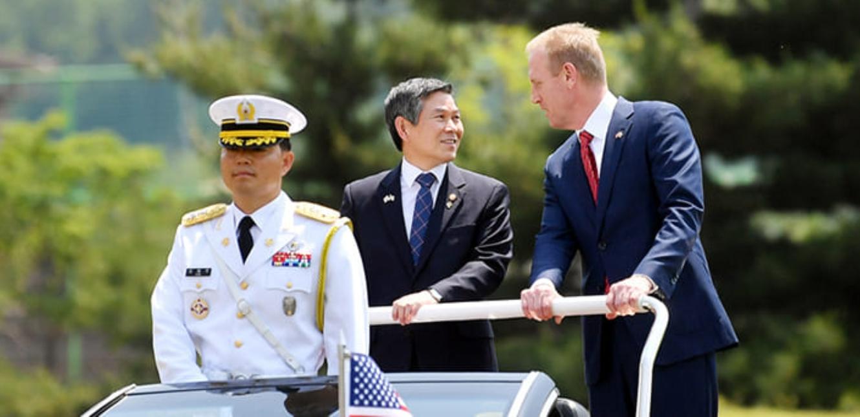韓国国防部長官と米国防長官代行