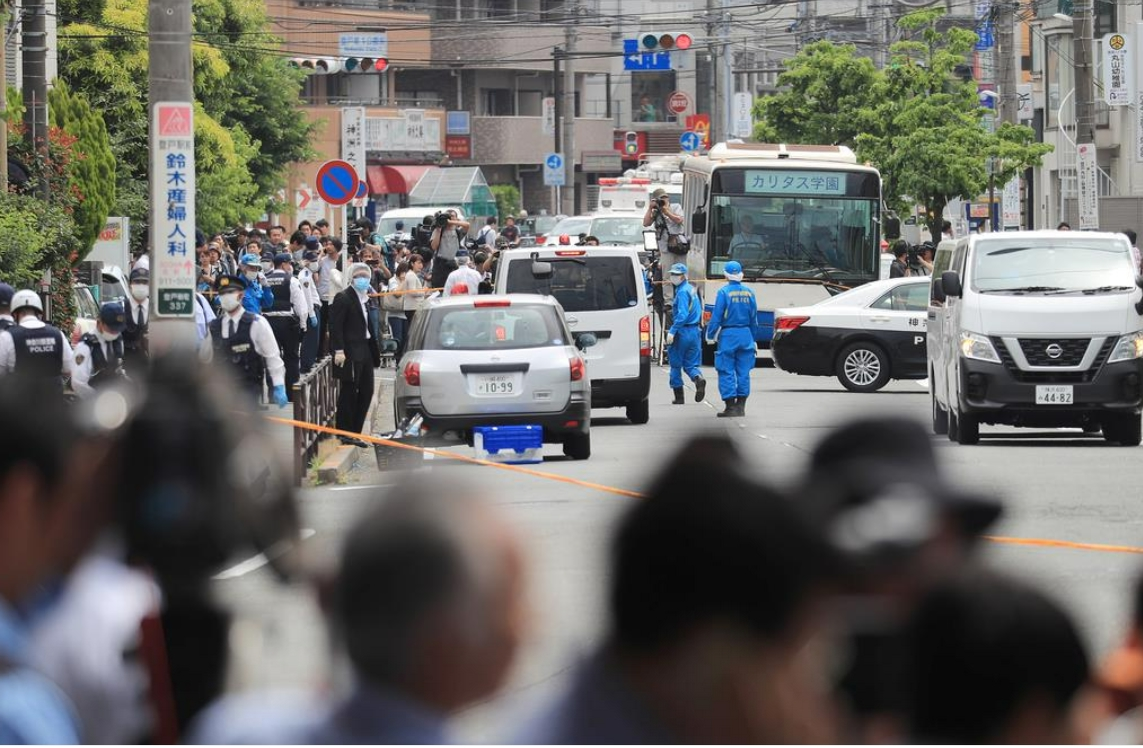 川崎市無差別児童殺傷事件の現場を調べる捜査員