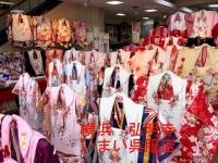 七五三の3歳の着物売り場右前方から写した画像です。