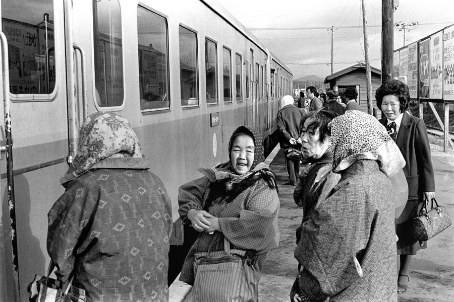 津軽鉄道金木駅ホーム秋3 1982年11月 原版take1b