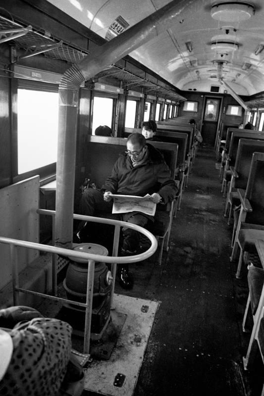 津軽鉄道 ストーブ列車車内のおじさん1 198年 原版 take1b2