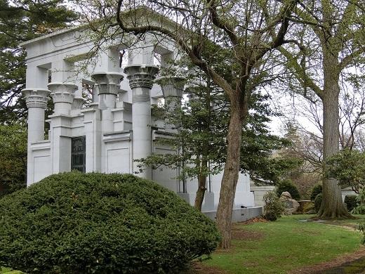 ウッドローン墓地建物