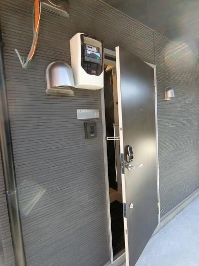 尻手新築アパート101室ドア