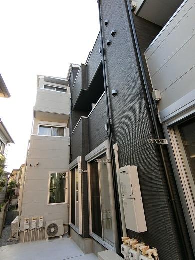 尻手新築アパート庭から2
