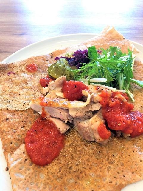 ふたばカフェ チキンと水菜のトマトソースガレット