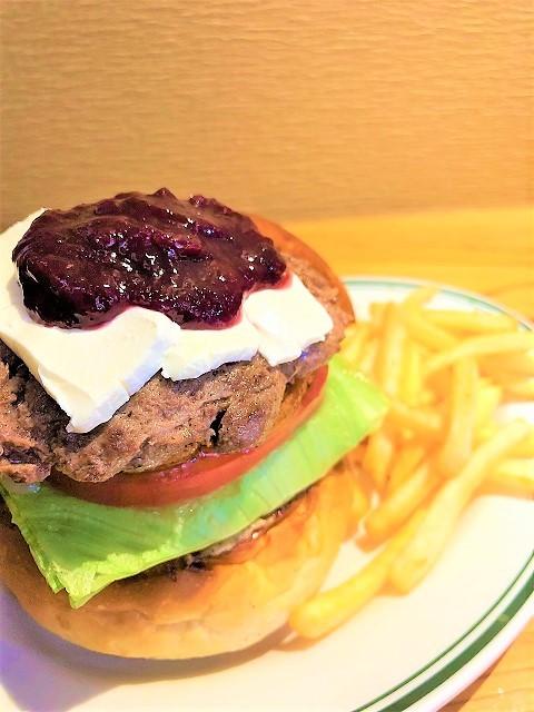 肉屋食堂 チェリークリームチーズバーガー1