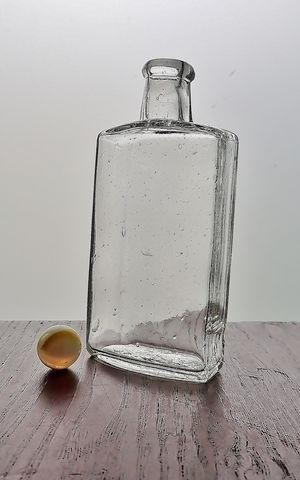 ビー玉とオイル瓶