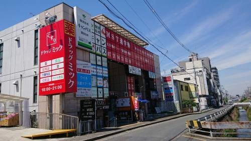 ウイル介護スクールは瓢箪山駅前のビルにあります