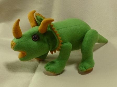 フェルトの恐竜 トリケラトプス 1
