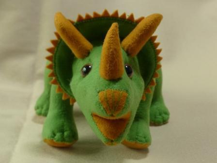フェルトの恐竜 トリケラトプス 4