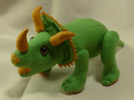 フェルトの恐竜 トリケラトプス 2