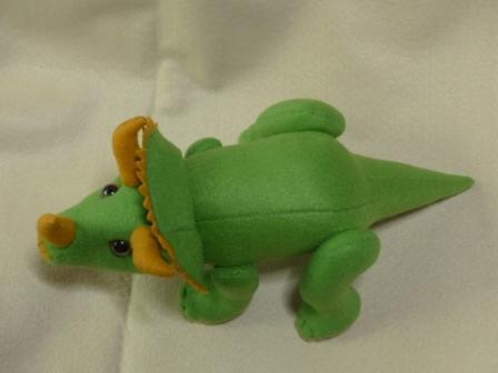 フェルトの恐竜 トリケラトプス 5
