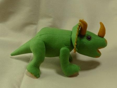 フェルトの恐竜 トリケラトプス 3