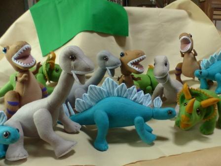 フェルトの恐竜 たくさん
