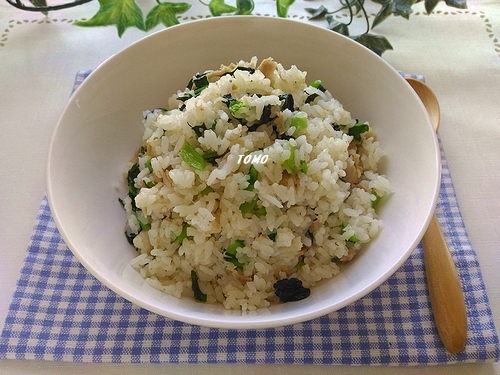 豚肉と小松菜のピラフ炊飯器で簡単