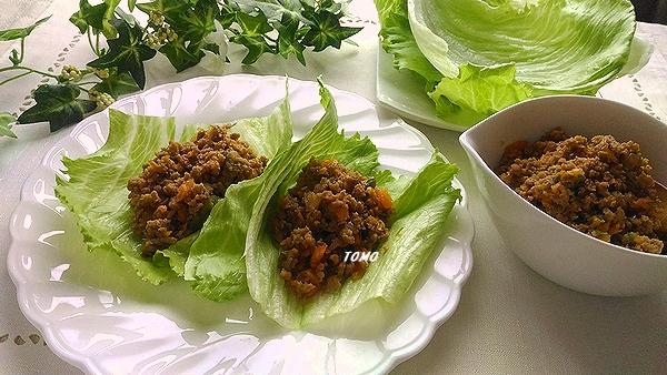 野菜たっぷりの豚ひき肉のそぼろレタス包み1