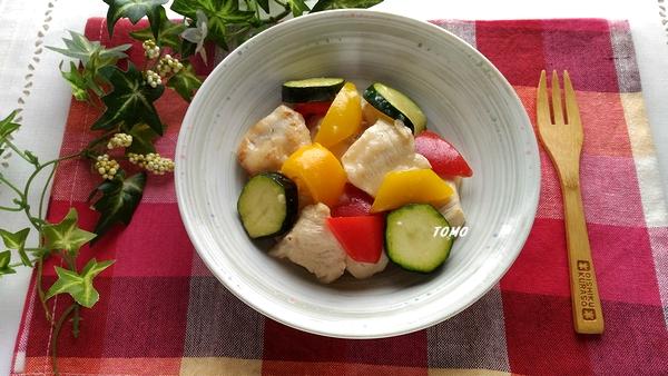 カンタン酢で鶏むね肉とパプリカのさっぱり炒め