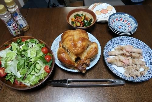 ロティサリーチキン、岩下の新生姜肉まき、サラダ、きゅうりのキムチ和え