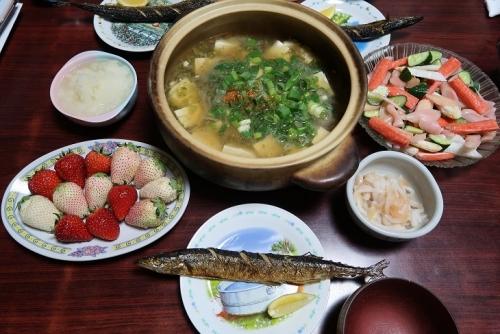 寄せ豆腐の餡かけ汁、焼きさんま大根おろし、女川のささかま、岩下の新生姜