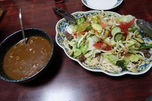 乾麺うどんのステーキとサラダのせ、カレー