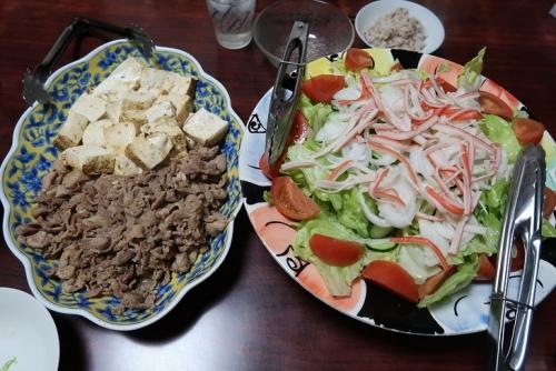 豚肉塩だれ山椒醤油焼き豆腐添え、カニカマサラダ