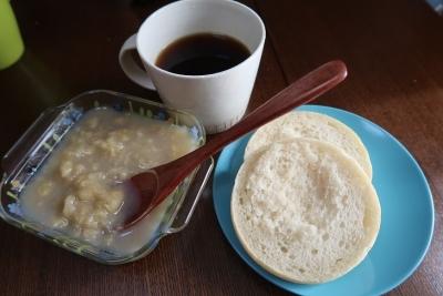 朝ごパン 手作りバナナジャム添え