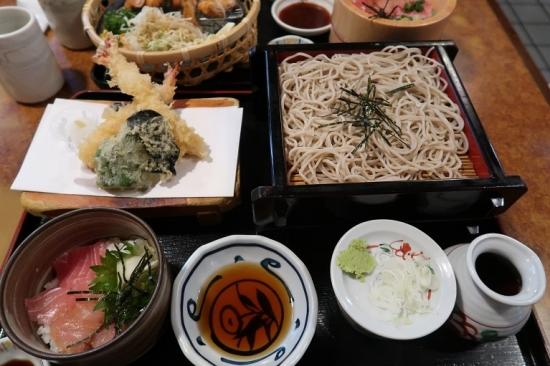 小丼天ざるセット(海鮮丼)