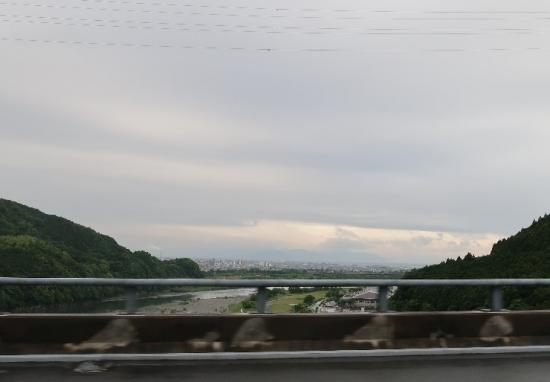高速道路から川