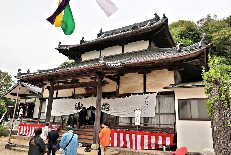 摩訶衍寺・本堂~観音像は、かつてこの堂内厨子に祀られていた