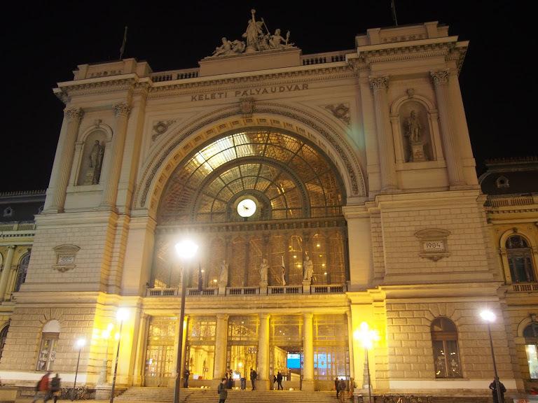 ブダペスト東駅のライトアップ
