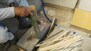 190529竹で杭作る1