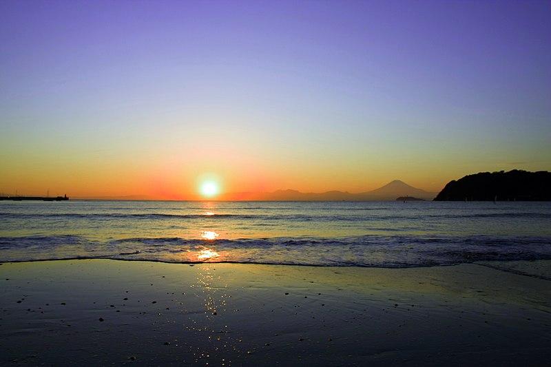 800px-Zushi_Beach_06.jpg