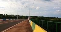 ブラジルとアルゼンチンの国境の橋にて
