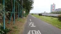 左側通行の路面表示