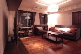 照明器具とカーテンと家具