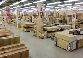 ホームセンターの 木材売り場