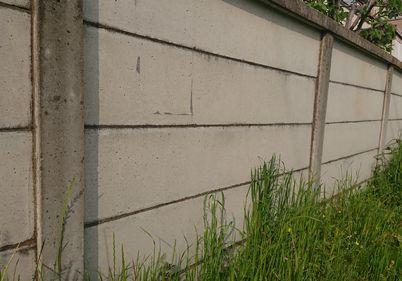 古い万年塀
