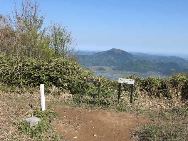 IMG1069JPG三ツケ峰山頂