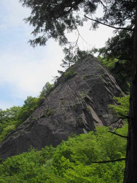 IMG0125JPG小屋岳の大岩
