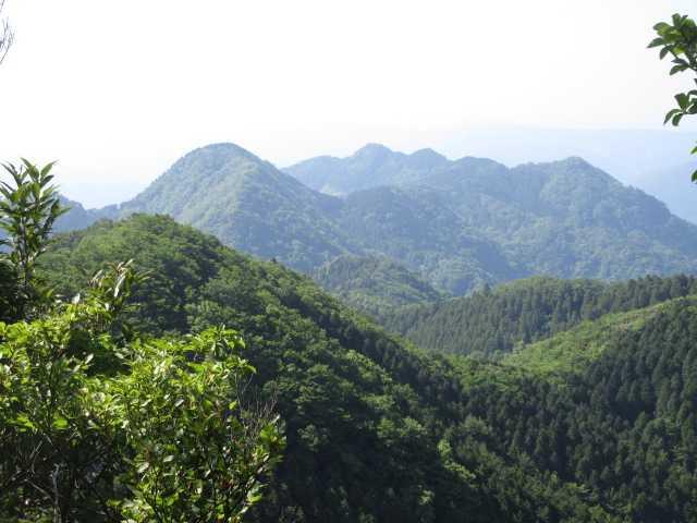 IMG0029JPG今から訪ねる彦見岳釣鐘山遠望
