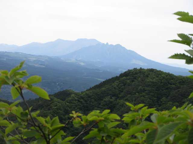 IMG0085JPG根子岳と後ろに九重山山系