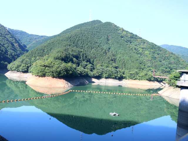 IMG1814JPG水位が低い鱒渕ダム