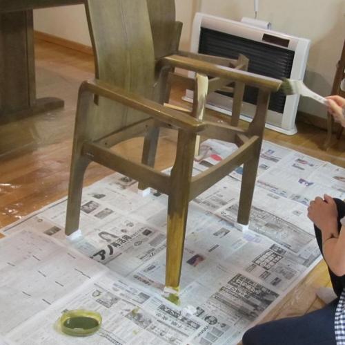 3_椅子塗装中
