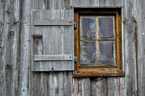 ボロボロの窓