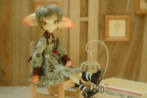 DOLLZONE・Miss Kittyのジーナ。春の装いで、お嬢さんらしいお洋服に着替えました。