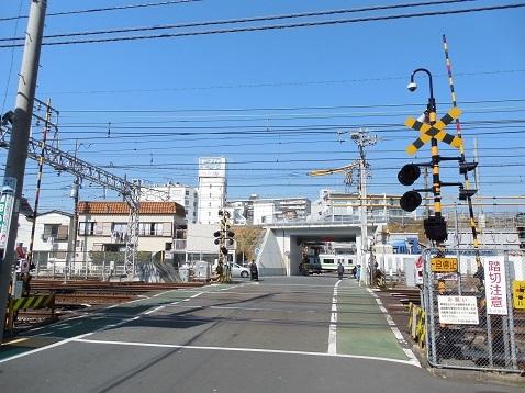 京急本線の子安第1踏切道@横浜市神奈川区a