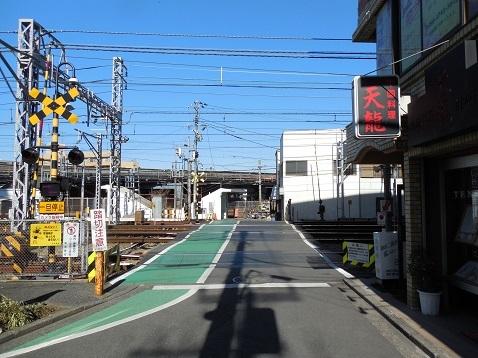 京急本線の京急新子安第2踏切道@横浜市神奈川区a