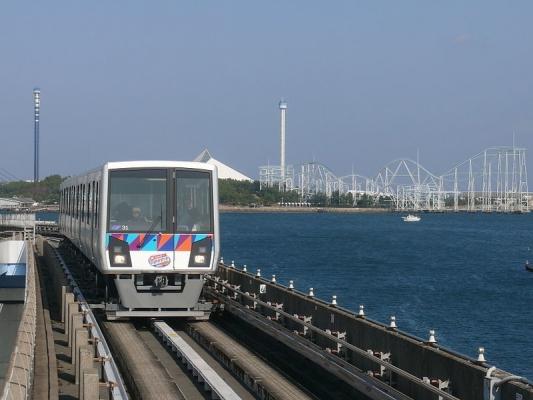 800px-Kanazawa_seaside_line_2000_002_20110226.jpg