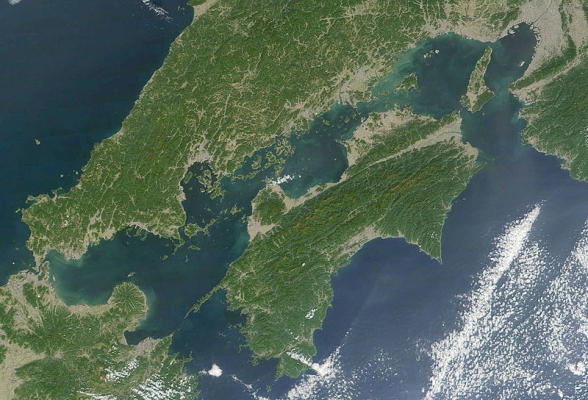 800px-Seto_Inland_Sea_satellite.jpg