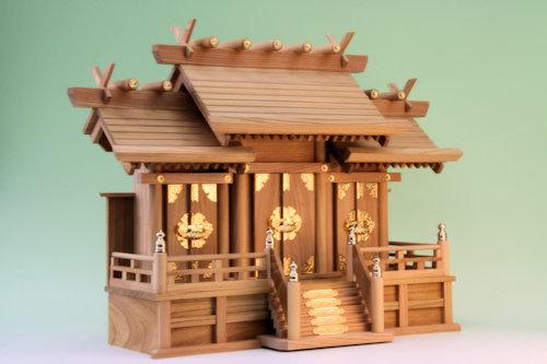 ケヤキで作る屋根違い三社 通し屋根三社